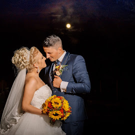 Moon love by Klaudia Klu - Wedding Bride & Groom