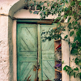 The door keeper by Murat Besbudak - Buildings & Architecture Other Exteriors ( village, selçuk, şirince, izmir )