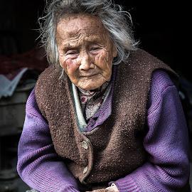 Daxu Woman by David Long - People Street & Candids ( guilin, china, daxu )