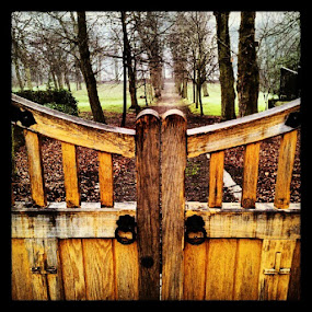 Gate downwards #pixoto #Fulneck #sarahlaurel by Sarah Laurel - Instagram & Mobile Instagram