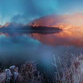 The frosted Moke Lake, Closeburn .. by Anupam Hatui - Landscapes Waterscapes ( dawn, frost, lake, moke lake, new zealand, mist )