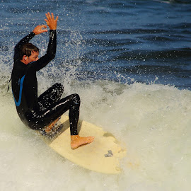 One, two, three... plouf ! by Gérard CHATENET - Sports & Fitness Surfing