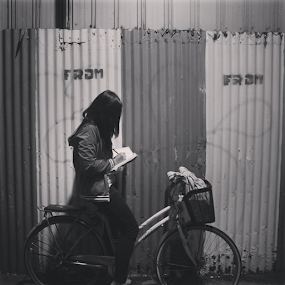 girl with cyrcle by Peteck Scumb - People Portraits of Women ( street photography,  )