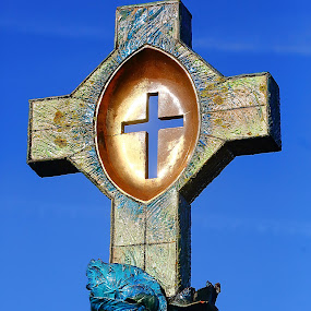 The cross of St Odile by Gérard CHATENET - Buildings & Architecture Places of Worship