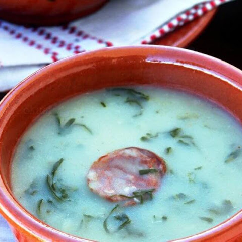 Caldo Verde – Portuguese Soup with Potatoes and Kale