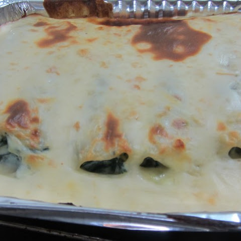 Cannelloni Stuffed With Spinach And Cheese With Béchamel Sauce