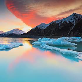tasman lake2.jpg