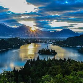 Prvi žarki by Bojan Kolman - Landscapes Sunsets & Sunrises
