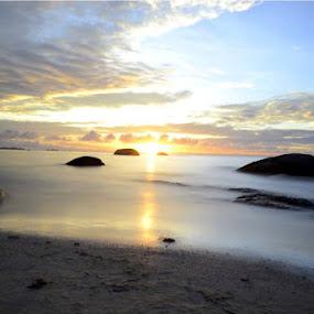 @ Pantai Tanjung Tinggi Belitung... by Dwi Ratna Miranti - Landscapes Cloud Formations