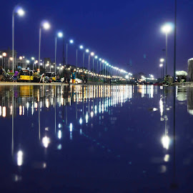 Rainy night at Marina by Nana Shaam Marina - City,  Street & Park  Skylines ( rainy night marina, chennai rain, beach road, marina lights, maria beach )