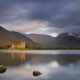 Kilchurn Castle - Scotland by Maria Alexandra Abrunhosa - Landscapes Travel