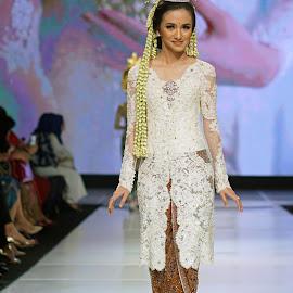 by J W - People Fashion