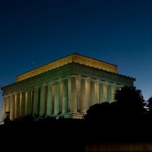 lincoln memorial at night.jpg