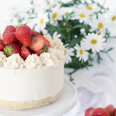 Raw Strawberry Lemon Summer Cake [Vegan]