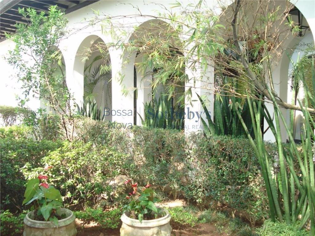 Jardim Europa, localização cobiçada em amplo terreno.