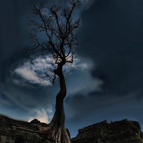 Angkor Thom Night full edit 1200.jpg