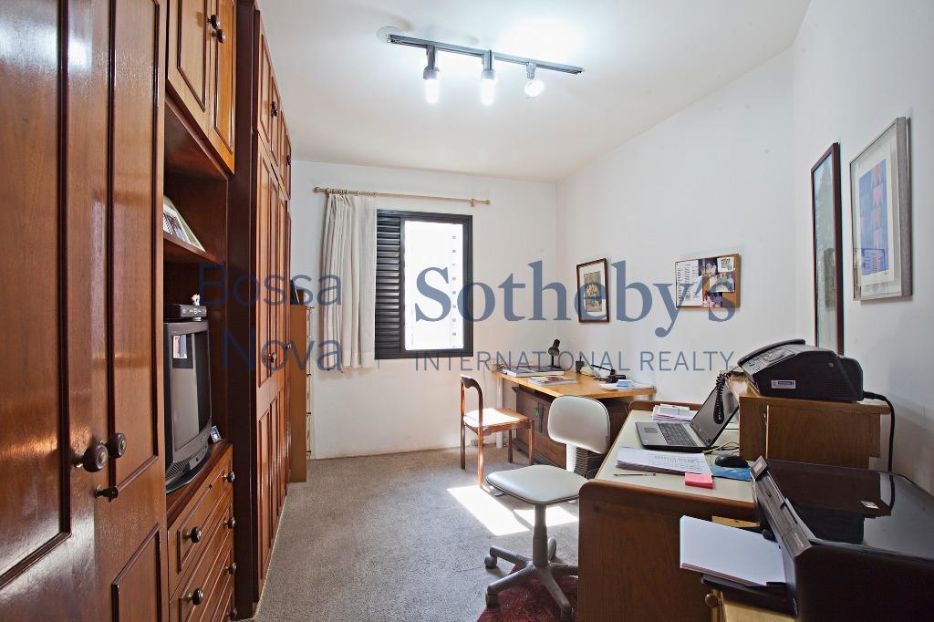 Amplo apartamento em condomínio com lazer