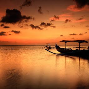 Pasih Perahu Kuta by Linggar Saputra I Wayan - Landscapes Waterscapes ( kuta, bali, sun set, tuban, nature, sea, beach, boat )