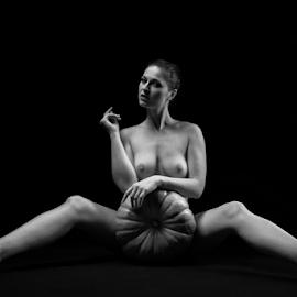 nude with pumpkin by Reto Heiz - Nudes & Boudoir Artistic Nude ( studio, sexy, nude, nudeart )