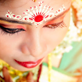 Bengali Bride by Dibyendu Jana - Wedding Bride ( wedding photography, wedding photographers, wedding dress, photography, wedding party, bengalibride, wedding, weddings, wedding day, bengali, wedding photographer, wedding details, wedding ceremony )