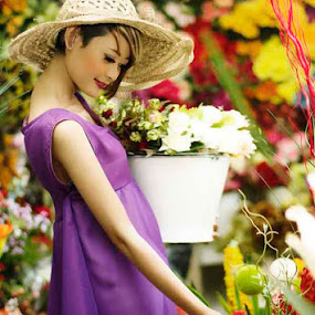Love and Flowers by Gendis Photoworks - People Portraits of Women
