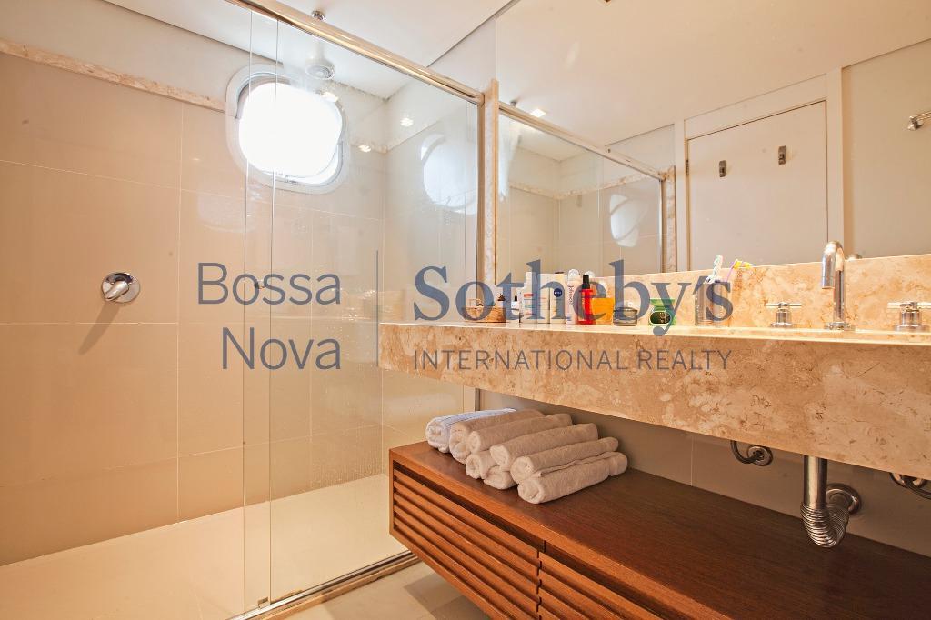 Apartamento reformado, andar alto na Vila Nova Conceição.