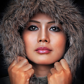Cold by Luthfi Hidayat - People Portraits of Women
