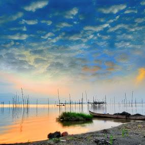 Nelayan Danau Kerinci by Aan Unchu - Landscapes Cloud Formations