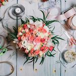 Fitas e flores para a decoração de uma festa lixo zero