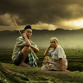 old and dusk by Alamsyah Rauf - People Family ( senior group, people )