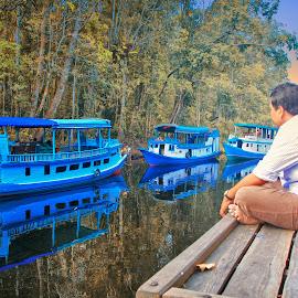 Waiting by Indrawan Ekomurtomo - Transportation Boats