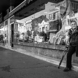 Cet la vie by Nenad Borojevic Foto - Black & White Street & Candid ( man, people )
