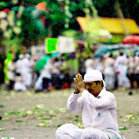 Praying in the Rain... by Imam Fauzi - News & Events World Events