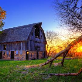 Barn by DE Grabenstein - Buildings & Architecture Other Exteriors ( nebraska )