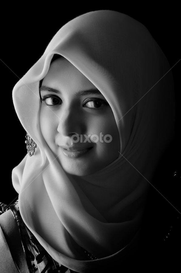 See me ? by Dak Teropong - People Portraits of Women ( beauty, women )