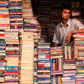 Buchladen in New Delhi by Winfried Rusch - City,  Street & Park  Markets & Shops ( asien, indien 2007, indien, new delhi, reisen, buchladen, geschäft, mann, bücher, inder )