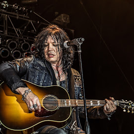 Tom Keifer playing acoustic guitar  by Dazz Lee Briggs - People Musicians & Entertainers ( music, concert, acoustic, guitarist, performer, singer, musician, professional people, vocalist, entertainment, tom keifer )