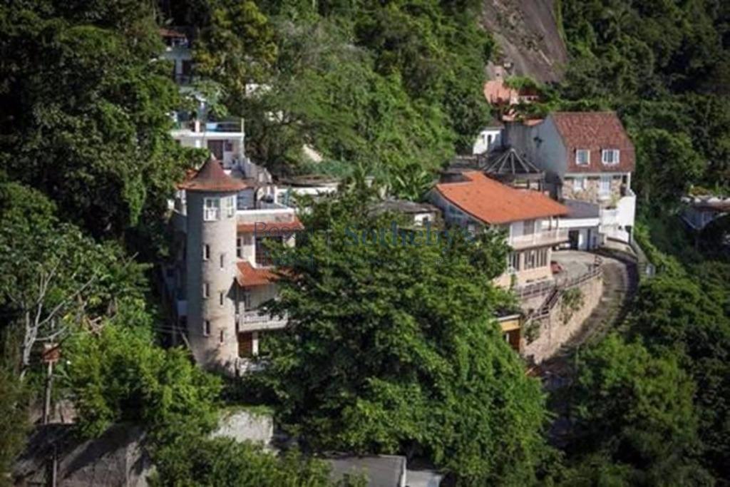 Casa  residencial com ótimo potencial comercial