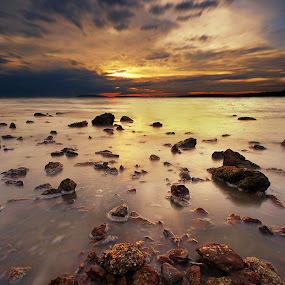 Pasir Panjang Sunset by Zackri Zim's - Landscapes Waterscapes ( zackri zim's, vertorama, waterscape, port dickson, malaysia, seascape, kitlens, pasir pankang, dri, d3000, nature, sunset, weather, nikon )