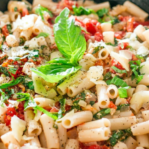 TOMATO BASIL AND SPINACH PENNE