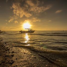 waiting for order by Muhamad Ramlan Setiawan - Landscapes Sunsets & Sunrises ( indonesia, balikpapan, sunrise, beach, boat, lebatakan, landscape )
