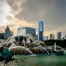 Buckingham Fountain by Yevgeniy Fedotov - Buildings & Architecture Office Buildings & Hotels ( skyline, buckingham fountain, chicago, grant park, downtown )
