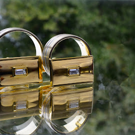 Wedding rings by Alah Ja Ja Bin - Artistic Objects Jewelry ( mirror, natural light, reflection, creative, exterior, artistic objects, wedding rings, close up, photography )