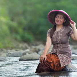 Beautifull Girl in the Driver by Gilang Prayoga - Novices Only Portraits & People ( nature, beautiful, villages, beauty, river )