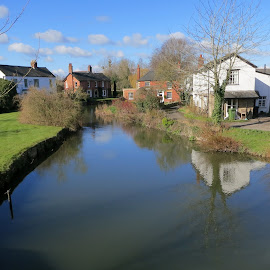 Eardisland by Caroline Beaumont - Buildings & Architecture Homes ( houses by river, black and white village, river banks, riverside, village )