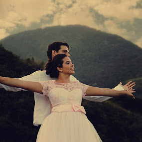 Taiane e Pedro by Jean Carlos Monnerat - Wedding Bride & Groom ( love, wedding, fine art, bride and groom, trash the dress )