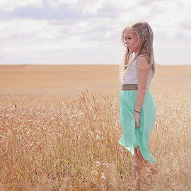 Soft beautiful colours by Love Time - Babies & Children Child Portraits ( field, child, natural light, girl, sky, pretty, portrait, clous )