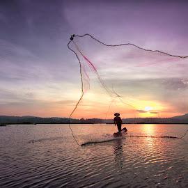 Rawapening #2 by Ari Wid - Landscapes Sunsets & Sunrises ( ambarawa, central java, indonesia, salatiga, sunrise, net, rawapening, relax, tranquil, relaxing, tranquility )