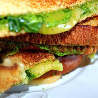 Lunch Time Favorite With a Twist – Grilled Cheese with Gouda & Avocado