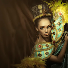 The Lady of Egypt by Jeremy Farizky - People Fashion